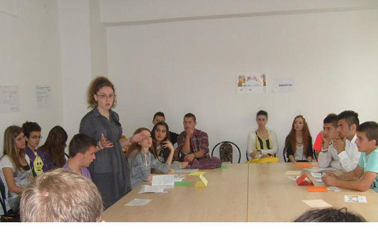 Gymnasialschüler bei einer Debattenrunde