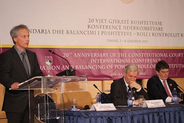 Klaus Fiesinger bei seiner Begrüßungsrede vor dem Plenum